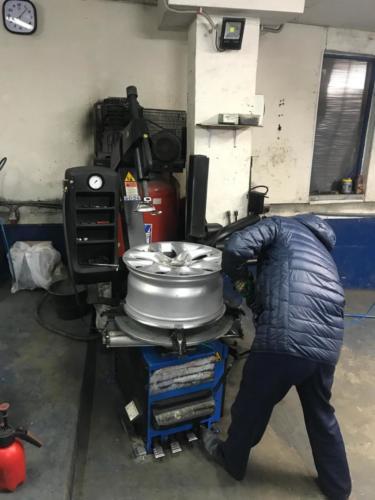 Процес ремонта литого диска R17